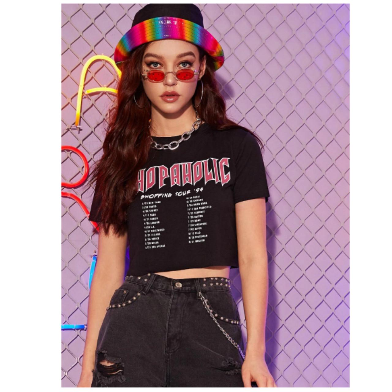 Shopaholic graphic boxy cropped tee s