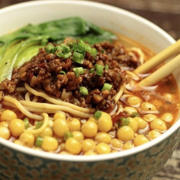 Mixed minced pork with pea noodle