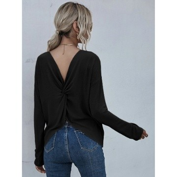 Solid twist-back long sleeve tee m