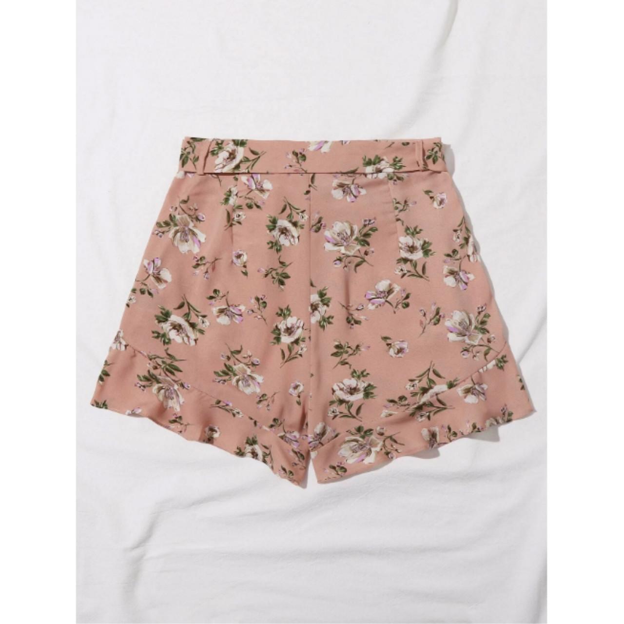 Ruffle hem belted floral print shorts m